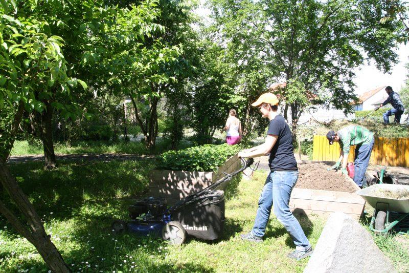Gartenarbeit beim Haus Franziskus