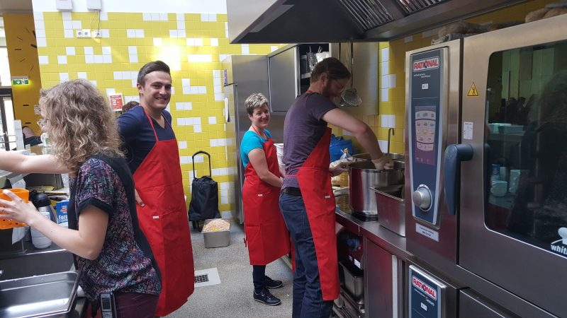 Kochen im Tageszentrum Hauptbahnhof
