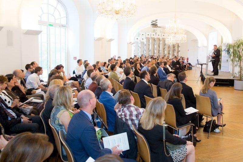 (c) www.annarauchenberger.com / Anna Rauchenberger – Wien, 15.09.2016 - LexisNexis Compliance Solutions Day 2016 im Apothekertrakt, Schloss Schoenbrunn. FOTO v.l.: Mag. Peter Gratzl und Ing. Heinrich Preiss, ConPlusUltra GmbH