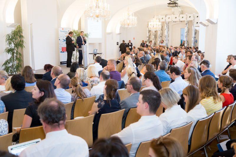 (c) www.annarauchenberger.com / Anna Rauchenberger – Wien, 15.09.2016 - LexisNexis Compliance Solutions Day 2016 im Apothekertrakt, Schloss Schoenbrunn. FOTO v.l.: rof.Dr. Guenther Ofner, Vorstandsdirektor der Flughafen Wien AG, Univ.-Lekt. Dkkfm. Georg H. Jeitler, Sachverstaendiger fuer Wirtschaftskommunikation